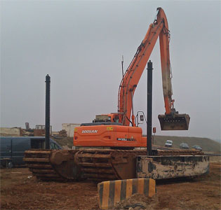Amphibious Long Reach Excavator Dredge