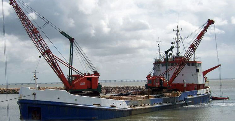 1,000 m3 Clamshell Loading Hopper Dredge