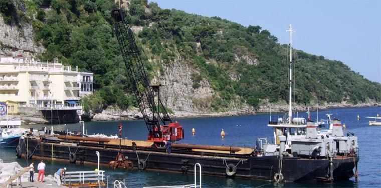 660 m3 Self-Propelled Split Hopper Barge W/Grab Crane