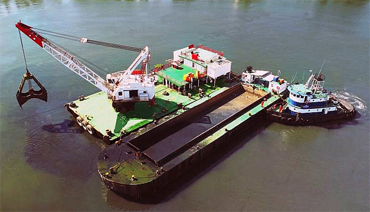 8 m3 Clamshell Dredge, 2 Split Hopper Barges and Tug